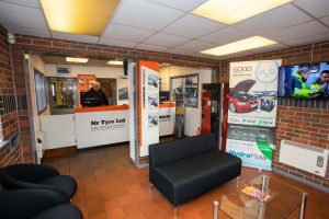 mr tyre swadlincote reception area