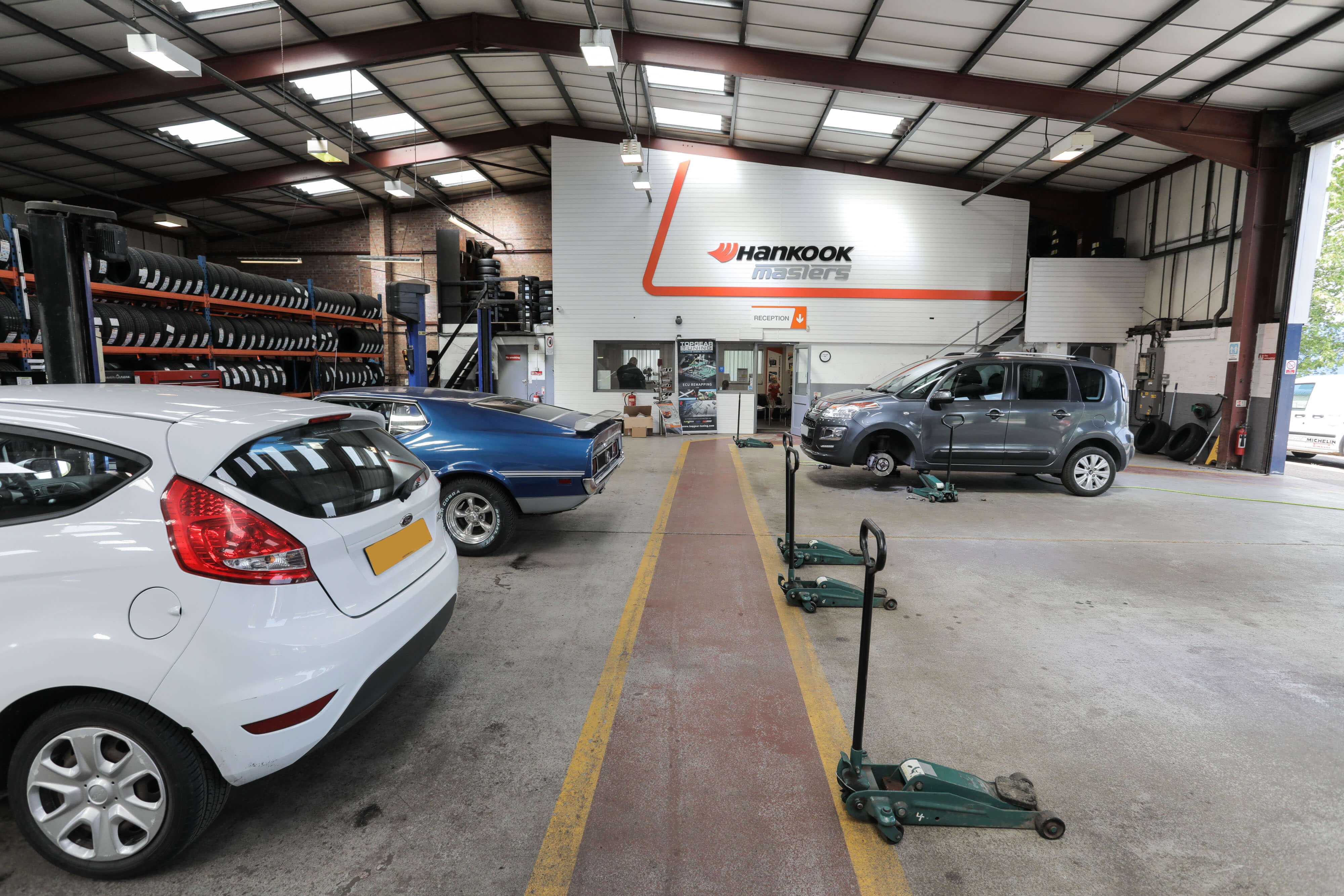 Tyres Lincoln Car Servicing Mot Testing Exhausts Mr Tyre Lincoln